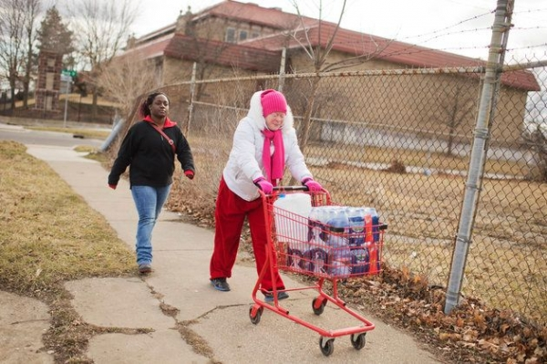 Virginia Mitchell, right, and her daughter-in-law Tiara Williams take bottled water home in February in Flint, Michigan. The state is fighting a judge's order to deliver water to Flint residents, whose have had lead-contaminated water since 2014