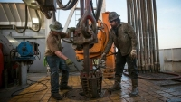 Spending deal to lift oil export ban